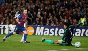 Barcelona v Chelsea: Barcelona's Iniesta scores past Chelsea's goalkeeper Cech