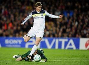 Barcelona v Chelsea: Chelsea's Spanish forward Fernando Torres scores