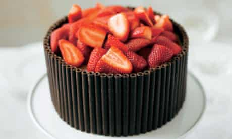 Lorraine Pascale's chocolate cake