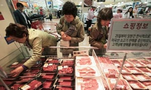 South Korean shoppers buy beef after mad cow disease found in US