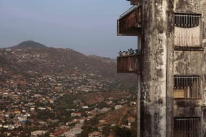Sierra Leone after Taylor: People live in abandoned former presidential palace in Freetown