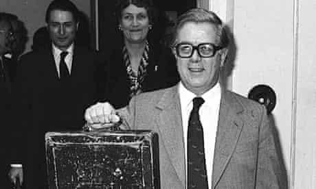 Geoffrey Howe on way to present 1981 budget