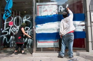 Falklands protests: Activists paint anti-British slogans on an HSBC bankin Buenos Aires