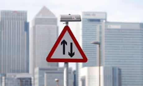 A traffic sign in front of the skyline of the Canary Wharf