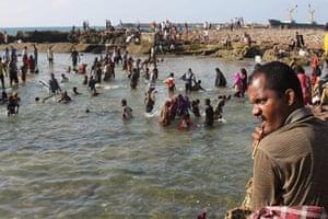 Somalia: Somalis swim at the Lido beach in Mogadishu