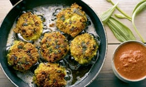 Salbitxada sauce with wild garlic and quinoa cakes