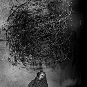 Roger Ballen: Twirling wires, 2001