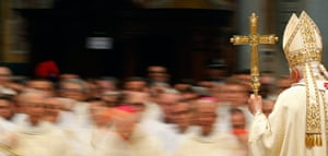Easter: Pope Benedict XVI arrives to lead the Chrismal mass