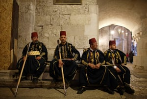 Easter Sunday: Traditional consular guards in the Church of Holy Sepulchre