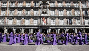 Easter Sunday: Members of 'Jesus Atado a la Columna' confraternity play drums, Spain