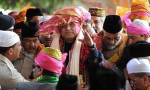 Asif Ali Zardari visits Indian shrine