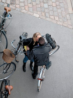 Big Picture, bikes: Big Picture: Couple kissing on bikes