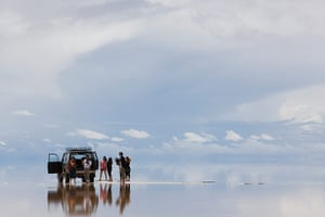 Bolivia travel: Travellers stop to take in the stunning scenery