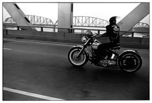 Danny Lyon: Crossing the Ohio Bridge
