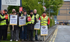 Public Sector strikes: Prison officers picket outside Barlinnie Prison