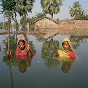 Drowning World: India - Floods - Portrait in floodwaters