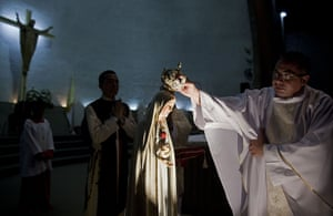 24 hours: Managua, Nicaragua: A priest places a crown on Our Lady of Fatima