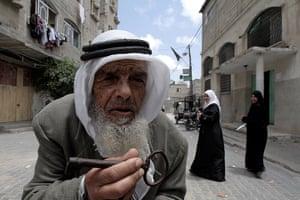 24 hours: Gaza Strip: Palestinian refugee holds a key symbolising the homes left