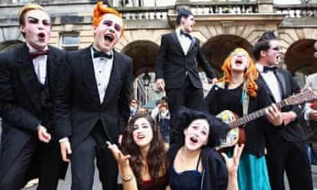 Fringe Performers Take To Edinburgh's Royal Mile