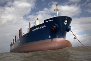 Pig iron in Brazil: Greenpeace activists occupy  the anchor chain of the ship Clipper Hope