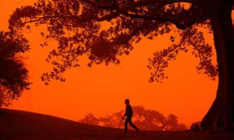 Red dust blown in from Australia's parched interior blankets Sydney in 2009