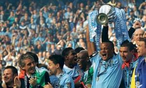 Vincent Kompany lifts the Premier League trophy