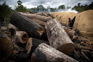 Pig iron in Brazil: Charcoal Camp Documentation, Amazon