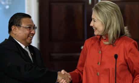 Hillary Clinton and Burma's foreign minister Wunna