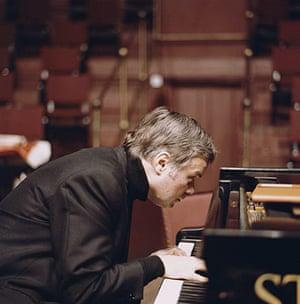 Dietrich Fischer-Dieskau: 1970: German baritone and conductor Dietrich Fischer-Dieskau at the piano