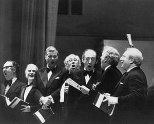 """Dietrich Fischer-Dieskau: 18 May 1976: Musical artists sing Handel's """"Hallelujah"""" chorus"""