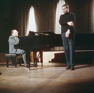 Dietrich Fischer-Dieskau: 1965: Dietrich Fischer-Dieskau accompanied by pianist Gerald Moore