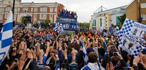Chelsea parade: Fans and bus