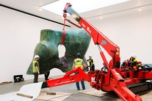 Henry Moore: One half of Henry Moore's Large Two Forms is lifted into place