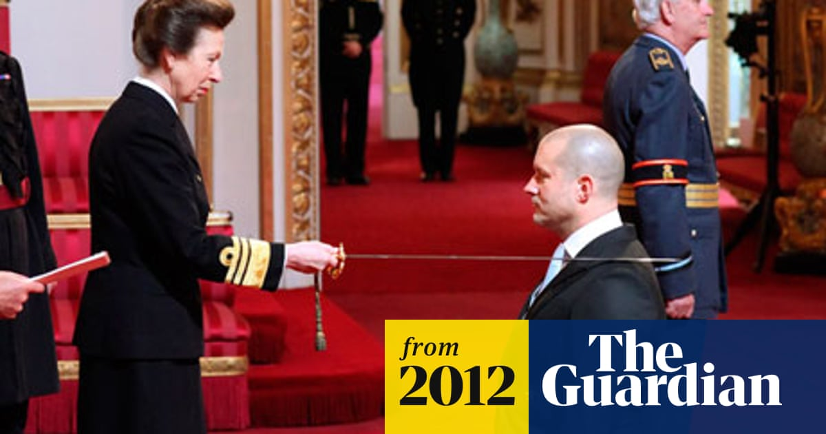 Apple designer Jonathan Ive receives knighthood | Technology | The Guardian