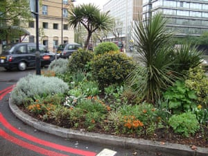Chelsea Fringe: St Georges Circus roundabout in London