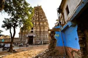 Hampi: The Virupaksha temple at the end of the Hampi bazaar