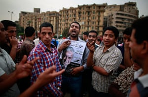 24 hours: Cairo, Egypt: Egyptians argue about the elections at Tahrir Square