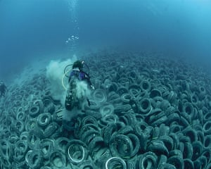 Ocean of Life : Tyres dumped into the sea off Fort Lauderdale