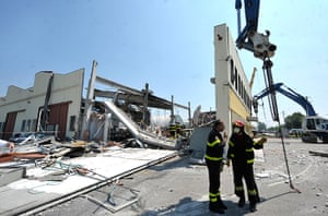 Italy earthquake: Italian firefighters search the debris of a collapsed factory in Mirandola