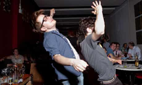 Dimble-dancing in Hackney