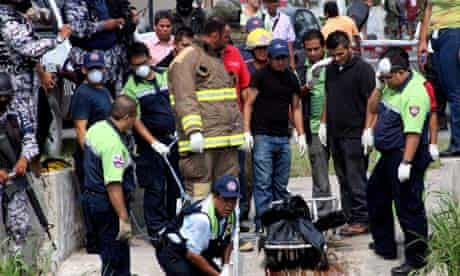 Mexico police recovering bodies