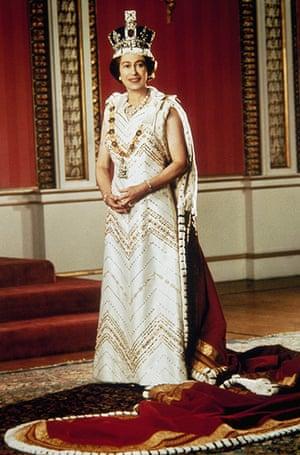 queen fashion: Queen Elizabeth II poses for a silver jubilee portrait