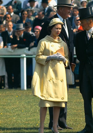 queen fashion: Queen At The Oaks