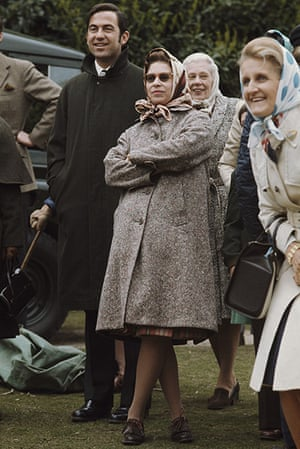 queen fashion: Queen Elizabeth II