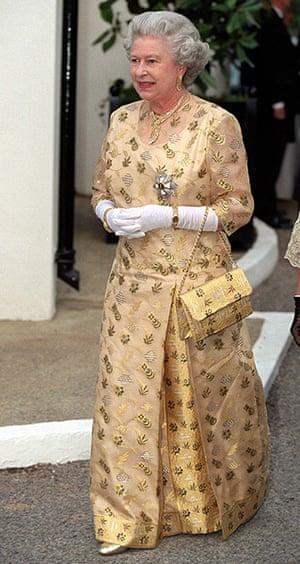 queen fashion: Queen Banquet In Marlow