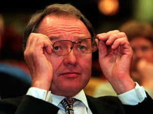 Ken Livingstone: Ken Livingstone Adjusts His Glasses At The Labour Party Conference