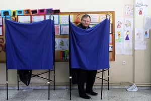 European elections: Greek Socialist Party leader Evaggelos Venizelos stands in the voting booth