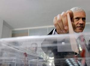 European elections: Democratic Party leader and former president Boris Tadic casts his ballot
