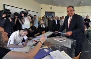 European elections: Costas Karamanlis casts his ballot in Thessaloniki