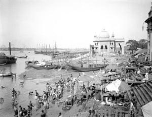 British Raj photographs: A riverside scene with bathers in Kolkata